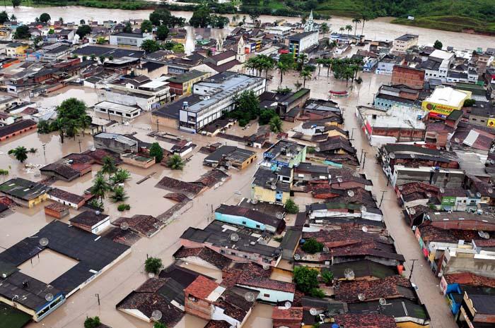 Resultado de imagem para imagens da enchente de palmares